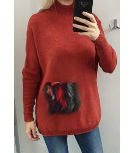 Laisvas ilgesnis megztinis su natūraliu kailiu