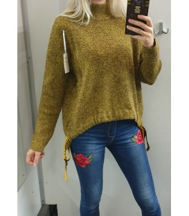 Asimetrinis laisvas megztinis