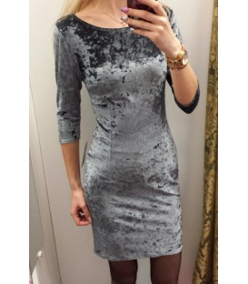 Veliūrinė aptempta suknelė